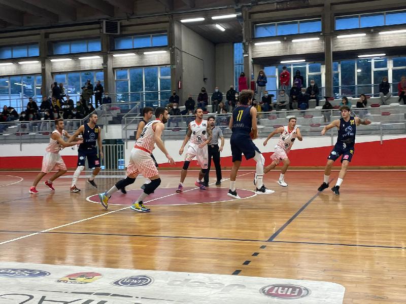 https://www.basketmarche.it/immagini_articoli/11-10-2021/pallacanestro-recanati-coach-padovano-vittoria-serenit-sono-contento-nostra-tenuta-mentale-600.jpg