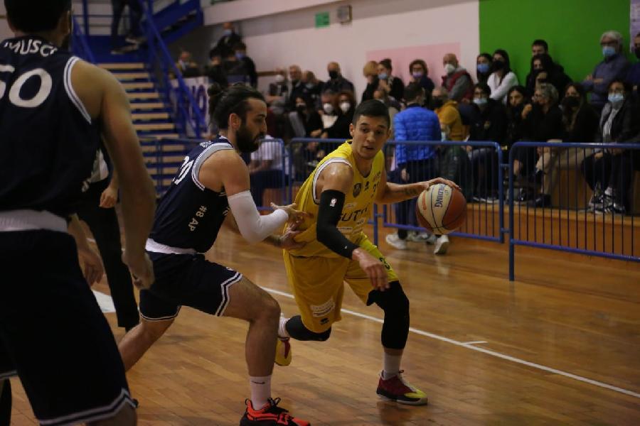 https://www.basketmarche.it/immagini_articoli/11-10-2021/sutor-montegranaro-coach-baldiraghi-calendario-nostro-alleato-dobbiamo-crescere-600.jpg