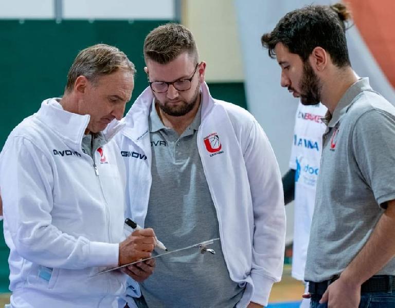 https://www.basketmarche.it/immagini_articoli/11-10-2021/unibasket-lanciano-coach-tommaso-siamo-usciti-distanza-abbiamo-vinto-partita-merito-600.jpg
