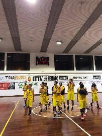 https://www.basketmarche.it/immagini_articoli/11-11-2017/d-regionale-un-grande-basket-fermo-interrompe-l-imbattibilità-del-basket-tolentino-270.jpg
