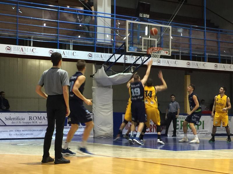 https://www.basketmarche.it/immagini_articoli/11-11-2018/canestro-rossi-regala-vittoria-sutor-montegranaro-foligno-basket-600.jpg
