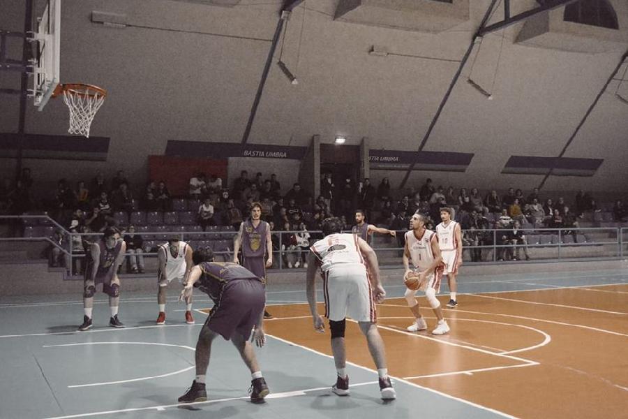 https://www.basketmarche.it/immagini_articoli/11-11-2018/gare-sabato-bastia-imbattuta-bene-marsciano-umbertide-esulta-overtime-600.jpg