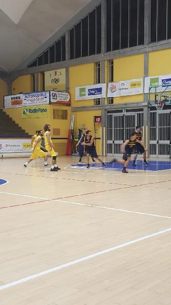 https://www.basketmarche.it/immagini_articoli/11-11-2018/liberi-tonelli-regalano-basket-fanum-derby-loreto-pesaro-600.jpg