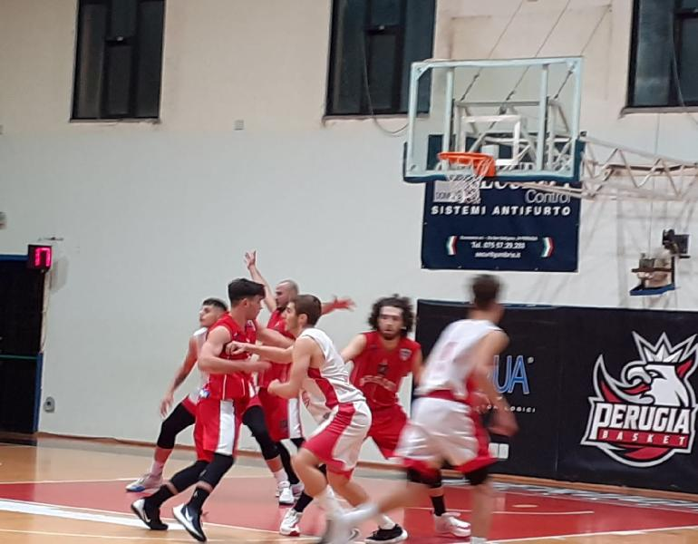 https://www.basketmarche.it/immagini_articoli/11-11-2019/basket-assisi-conquista-importante-vittoria-perugia-resta-imbattuto-600.jpg
