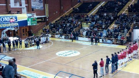 https://www.basketmarche.it/immagini_articoli/11-12-2017/serie-b-nazionale-la-virtus-civitanova-sconfitto-sul-campo-della-capolista-san-severo-270.jpg