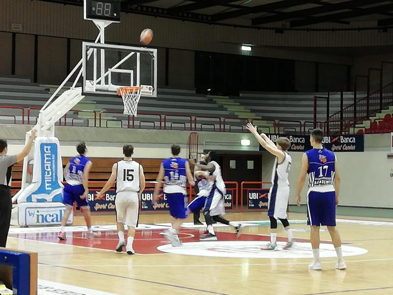 https://www.basketmarche.it/immagini_articoli/11-12-2018/roseto-sharks-fermano-corsa-aurora-jesi-600.jpg