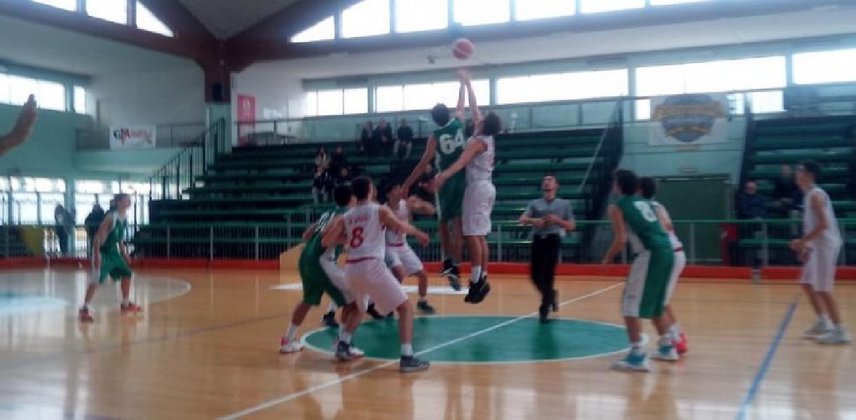 https://www.basketmarche.it/immagini_articoli/11-12-2019/under-supplementare-ancora-fatale-stamura-ancona-campo-eticamente-gioco-600.jpg