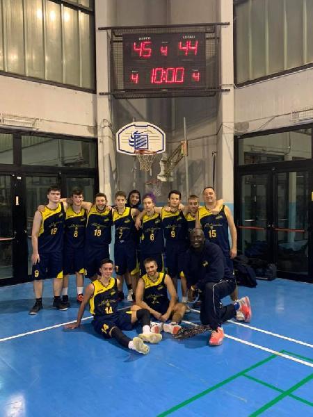 https://www.basketmarche.it/immagini_articoli/11-12-2019/unione-basket-marcello-espugna-volata-campo-roosters-senigallia-600.jpg