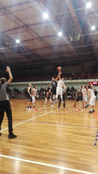 https://www.basketmarche.it/immagini_articoli/12-01-2019/basket-todi-esulta-supplementare-basket-tolentino-furioso-arbitri-600.jpg