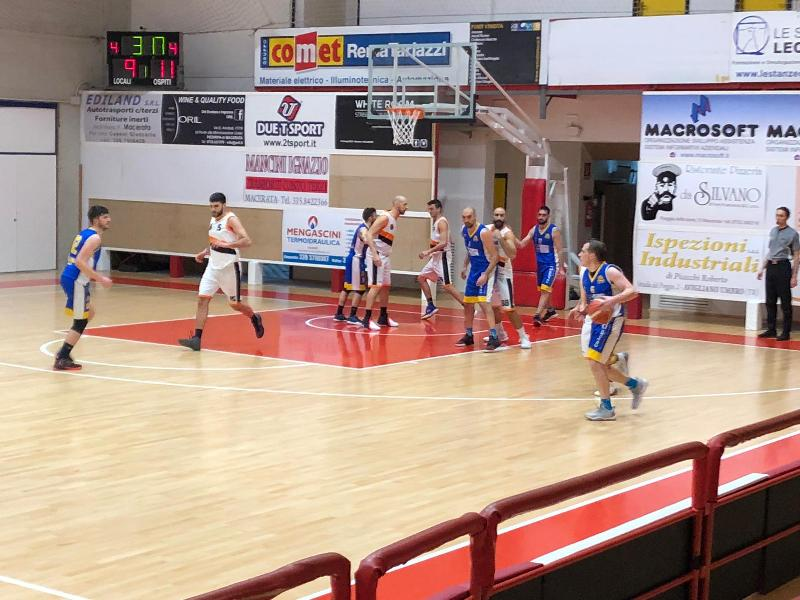 https://www.basketmarche.it/immagini_articoli/12-01-2019/independiente-macerata-supera-autorit-fonti-amandola-600.jpg