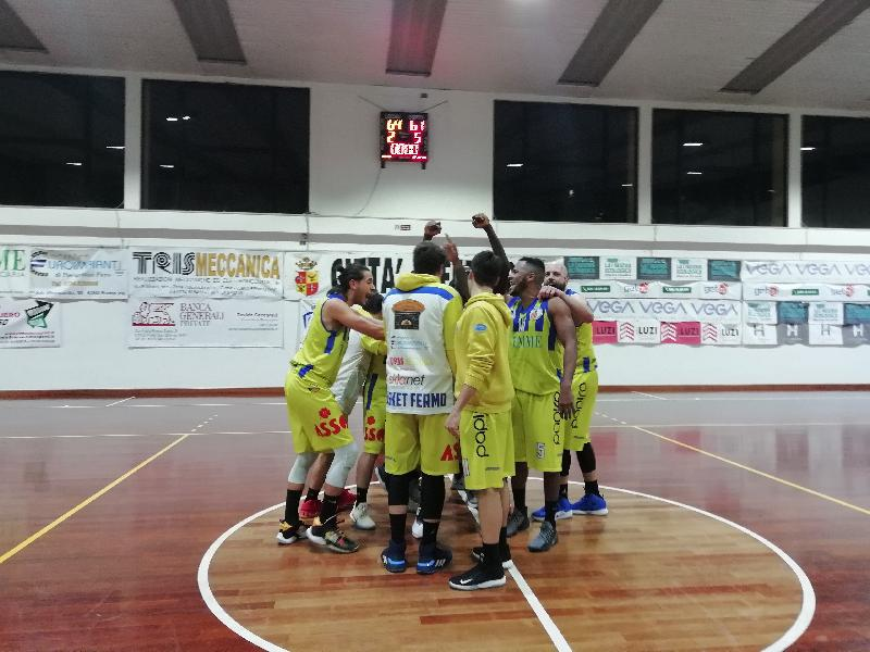 https://www.basketmarche.it/immagini_articoli/12-01-2020/basket-fermo-supera-volata-fochi-pollenza-vittoria-600.jpg