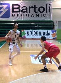 https://www.basketmarche.it/immagini_articoli/12-02-2018/serie-c-silver-il-nuovo-basket-fossombrone-batte-la-virtus-porto-san-giorgio-e-continua-a-correre-270.jpg