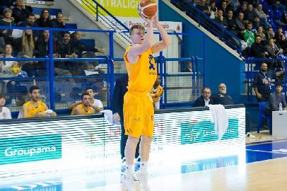 https://www.basketmarche.it/immagini_articoli/12-02-2018/under-20-eccellenza-la-poderosa-montegranaro-supera-la-victoria-libertas-pesaro-270.jpg