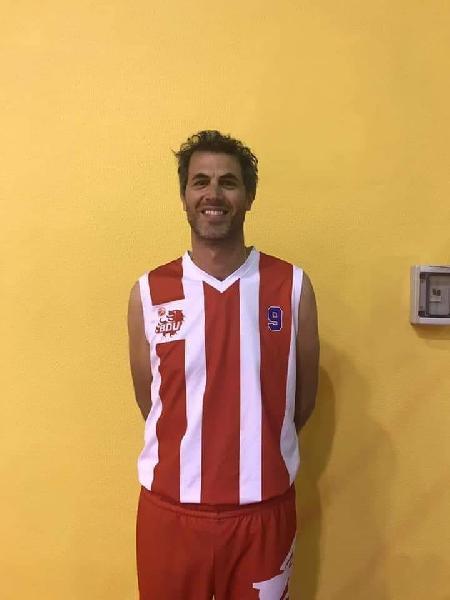 https://www.basketmarche.it/immagini_articoli/12-02-2020/basket-durante-urbania-festeggia-veterano-luca-gentilini-campo-decadi-diverse-600.jpg