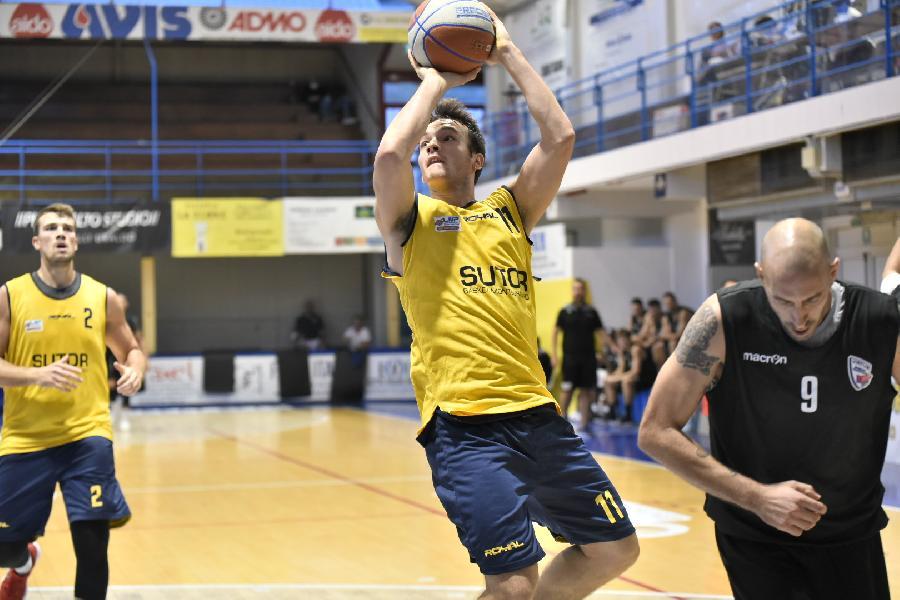 https://www.basketmarche.it/immagini_articoli/12-02-2021/sutor-francesco-ciarpella-teramo-dovremo-imporre-nostro-gioco-aggressivit-provare-vincere-600.jpg