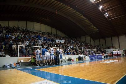 https://www.basketmarche.it/immagini_articoli/12-03-2018/serie-b-nazionale-lo-janus-fabriano-ritrova-il-successo-rimonta-vincente-contro-teramo-270.jpg