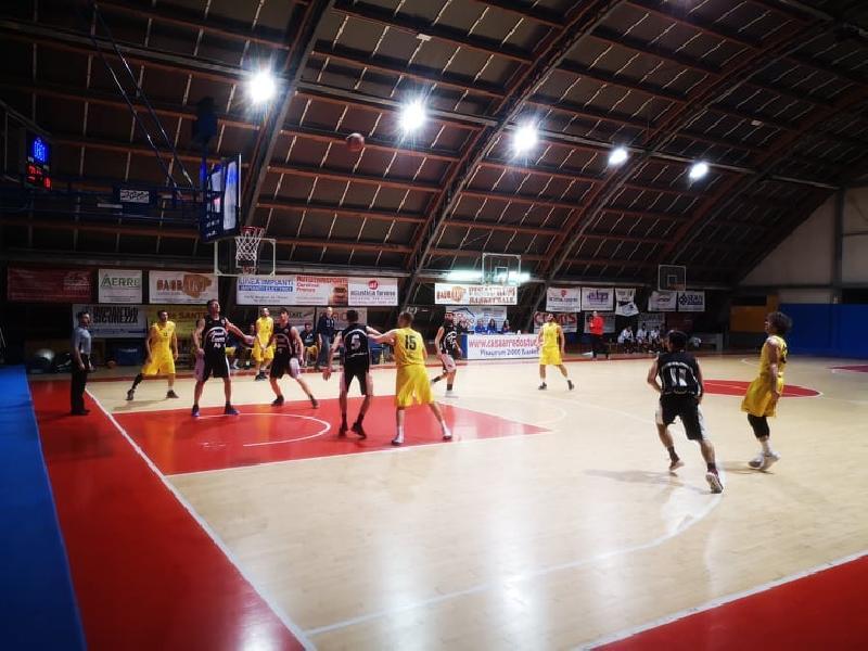 https://www.basketmarche.it/immagini_articoli/12-04-2019/regionale-playoff-live-gioca-gara-risultati-tempo-reale-600.jpg