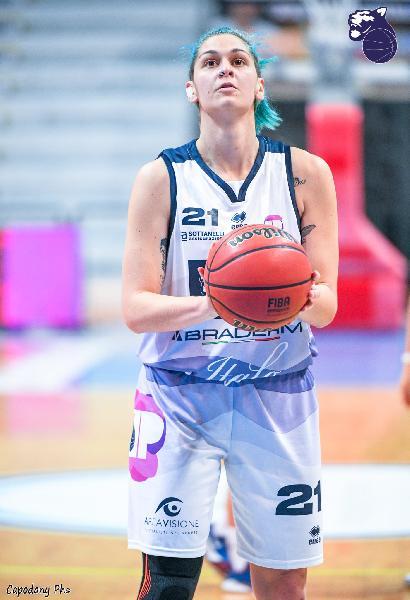 https://www.basketmarche.it/immagini_articoli/12-04-2021/convincente-vittoria-panthers-roseto-pink-basket-terni-600.jpg