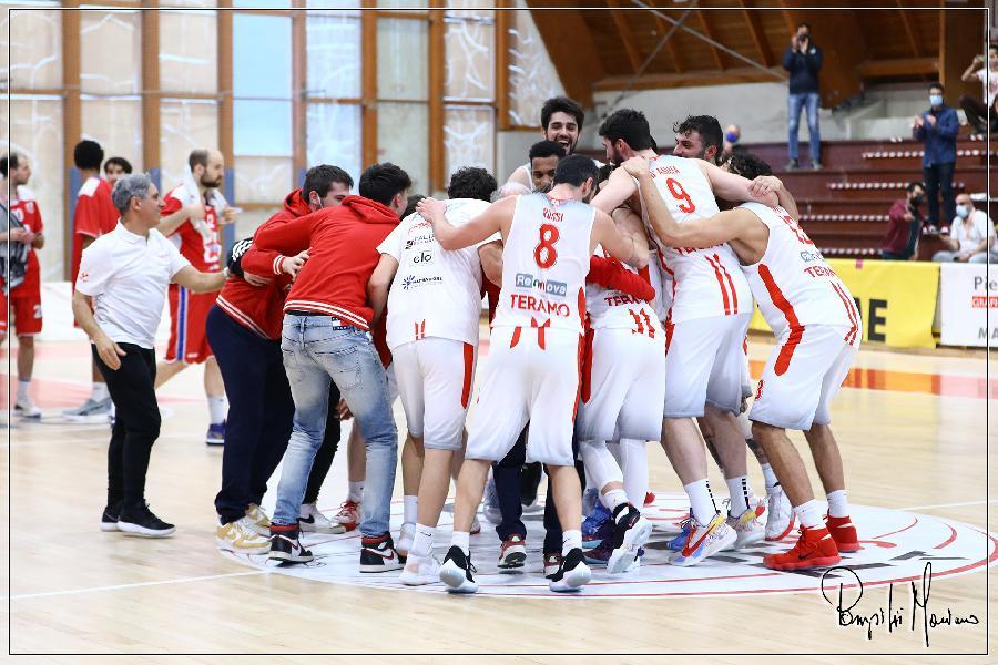 https://www.basketmarche.it/immagini_articoli/12-04-2021/teramo-spicchi-vittoria-passo-avanti-salvezza-600.jpg