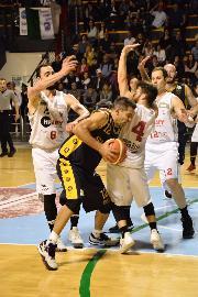 https://www.basketmarche.it/immagini_articoli/12-05-2018/serie-c-silver-finali-playoff-gara-3-la-vigor-matelica-batte-la-sutor-montegranaro-e-riapre-la-serie-270.jpg