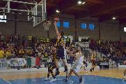 https://www.basketmarche.it/immagini_articoli/12-05-2019/serie-gold-playoff-sutor-montegranaro-eroica-sbanca-lanciano-vola-finale-120.jpg