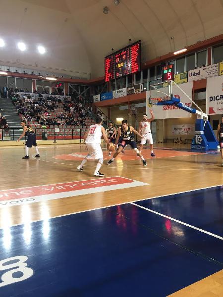 https://www.basketmarche.it/immagini_articoli/12-05-2019/serie-silver-playoff-niente-fare-pallacanestro-recanati-finale-vasto-600.jpg