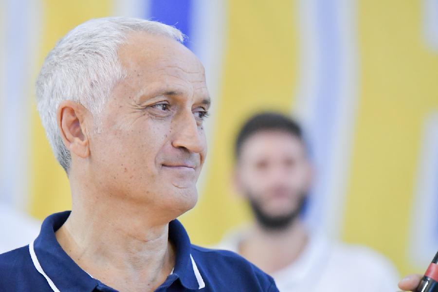 https://www.basketmarche.it/immagini_articoli/12-06-2019/poderosa-montegranaro-saluto-coach-cesare-pancotto-600.jpg