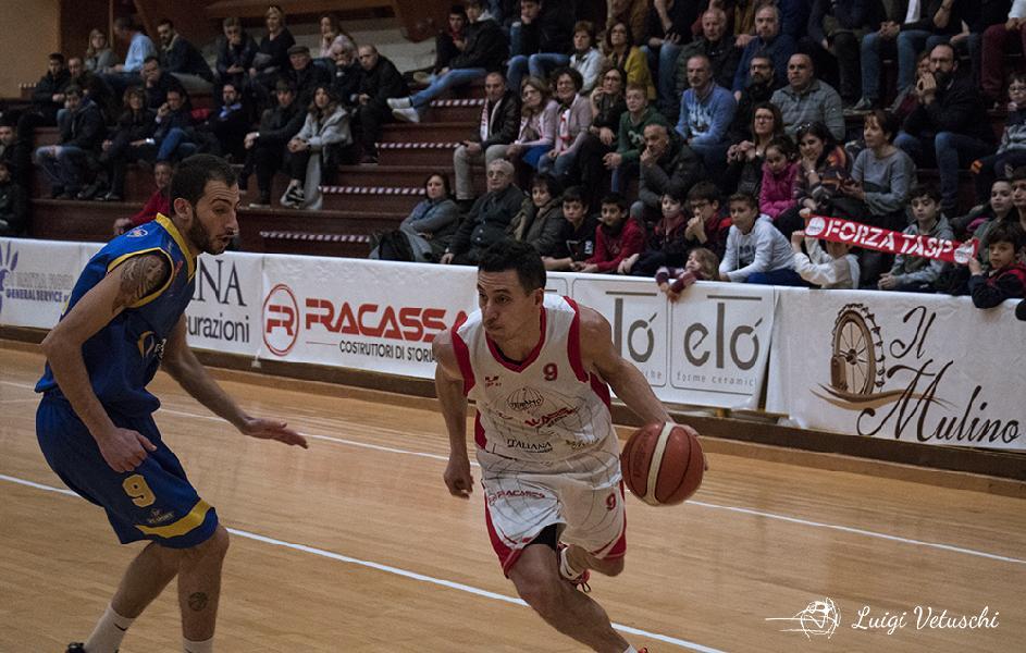 https://www.basketmarche.it/immagini_articoli/12-07-2019/teramo-spicchi-confermato-anche-capitano-pierluigi-600.jpg