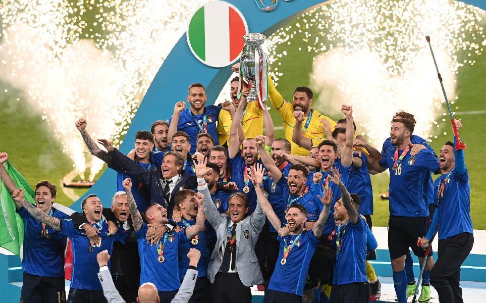 https://www.basketmarche.it/immagini_articoli/12-07-2021/italia-campione-europa-congratulazioni-presidente-giovanni-petrucci-600.jpg