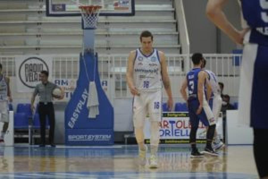 https://www.basketmarche.it/immagini_articoli/12-07-2021/ufficiale-giovanni-veronesi-giocatore-latina-basket-600.jpg