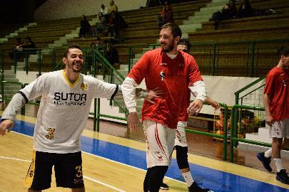 https://www.basketmarche.it/immagini_articoli/12-08-2018/serie-c-gold-grande-colpo-di-mercato-per-la-sutor-montegranaro-firmato-il-pivot-alessio-valentini-270.jpg