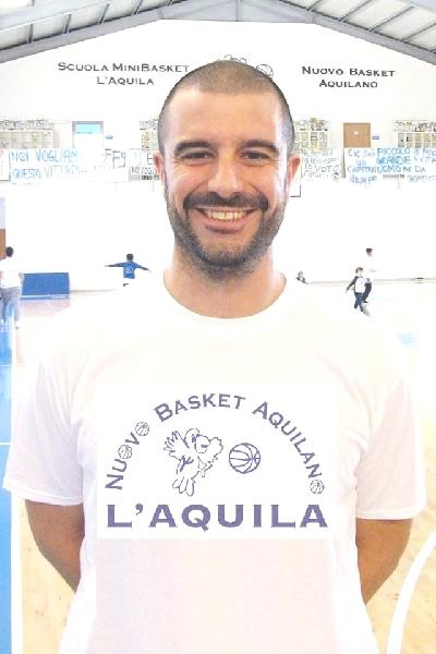 https://www.basketmarche.it/immagini_articoli/12-08-2019/basket-aquilano-lungo-roberto-ciuffini-insieme-quarta-stagione-consecutiva-600.jpg
