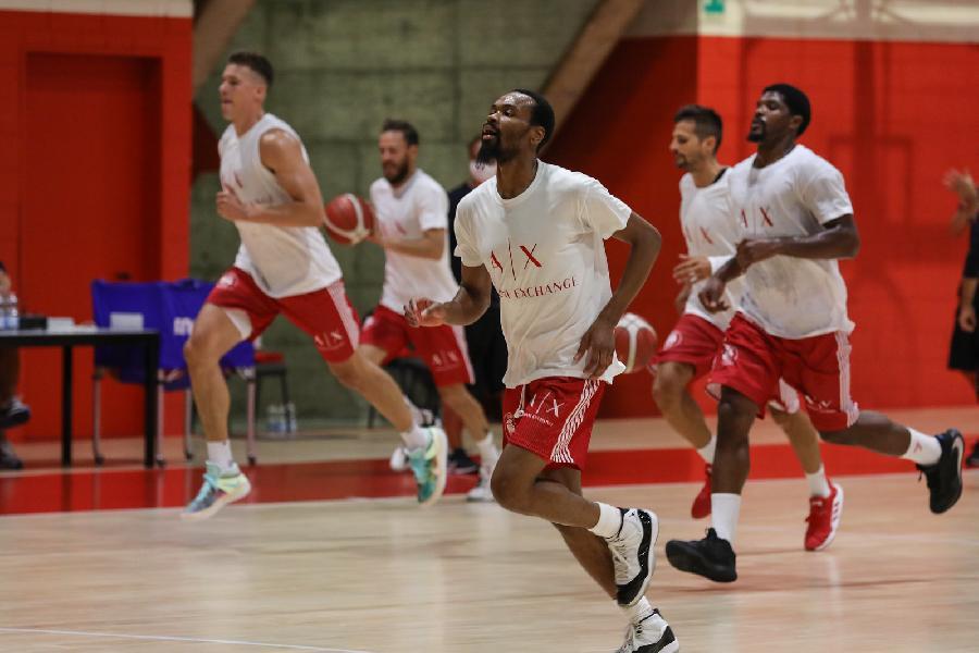 https://www.basketmarche.it/immagini_articoli/12-08-2020/chiusa-prima-settimana-lavoro-presentazioni-olimpia-milano-600.jpg
