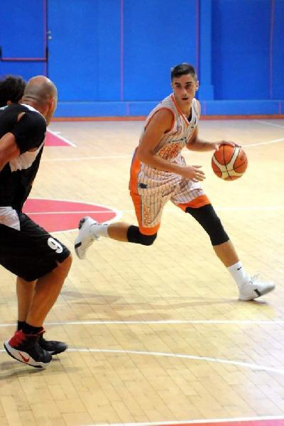 https://www.basketmarche.it/immagini_articoli/12-08-2020/primo-colpo-mercato-pallacanestro-senigallia-ufficiale-arrivo-esterno-simone-giunta-600.jpg