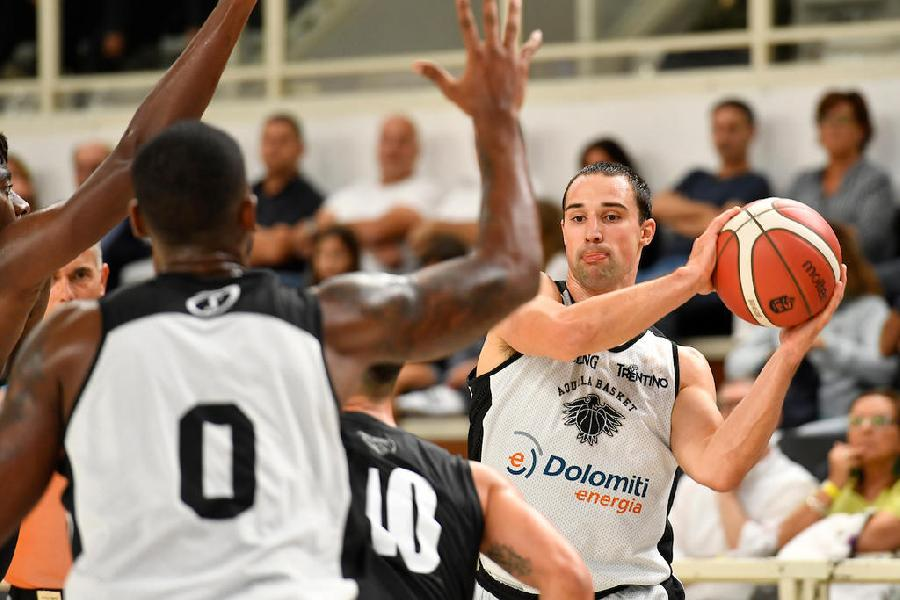 https://www.basketmarche.it/immagini_articoli/12-09-2019/aquila-basket-trento-impegnata-torneo-jesolo-parole-aaron-craft-600.jpg