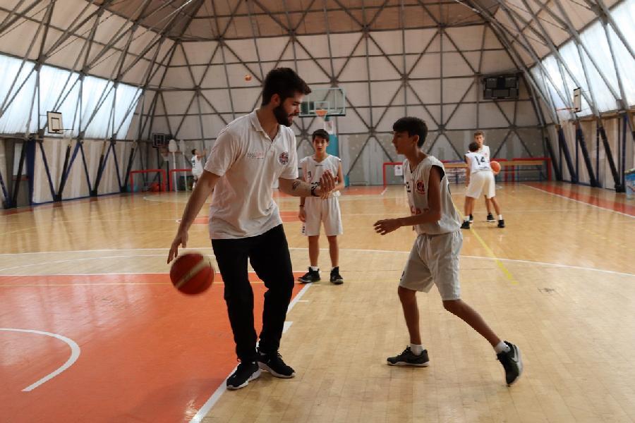 https://www.basketmarche.it/immagini_articoli/12-09-2020/robur-family-osimo-edoardo-carancini-confermato-guida-under-regionale-600.jpg