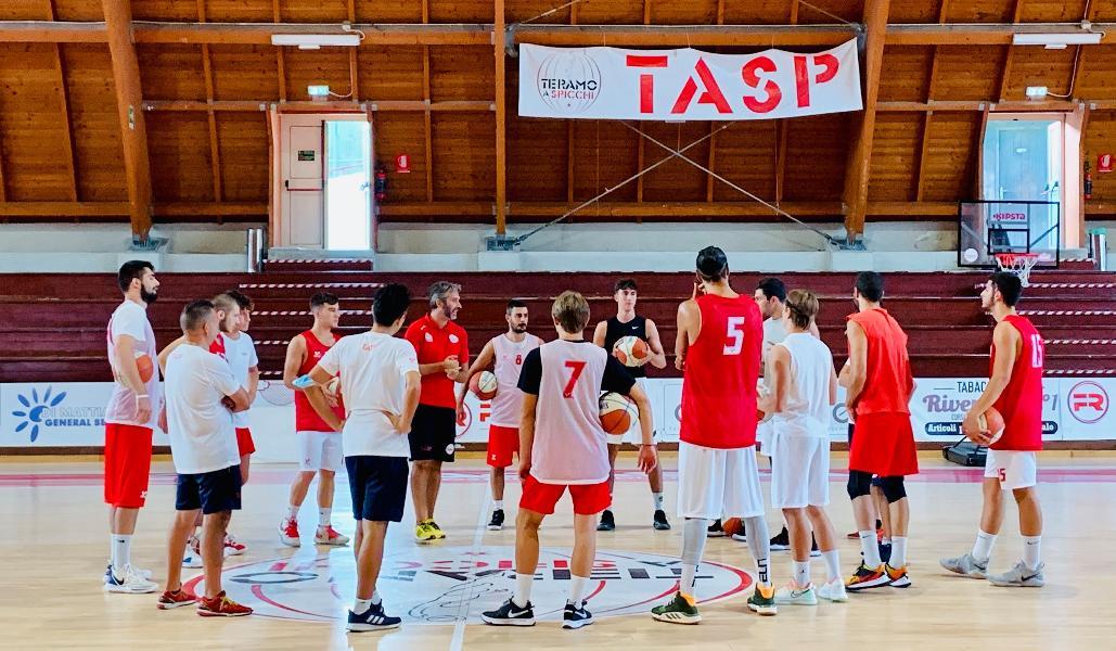 https://www.basketmarche.it/immagini_articoli/12-09-2020/teramo-spicchi-coach-stirpe-inizio-difficile-stesso-tempo-stimolante-600.jpg