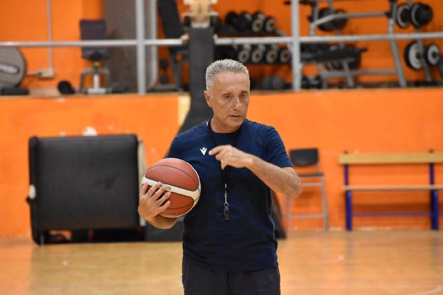 https://www.basketmarche.it/immagini_articoli/12-09-2020/virtus-roma-coach-bucchi-purtroppo-mese-mezzo-ritardo-vede-tutto-600.jpg