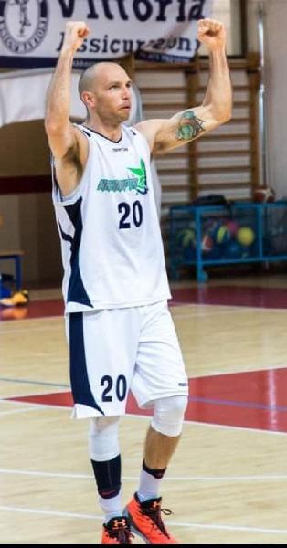 https://www.basketmarche.it/immagini_articoli/12-09-2021/colpaccio-senigallia-basket-2020-ufficiale-arrivo-esterno-fabrizio-pasquinelli-600.jpg