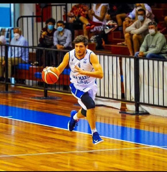 https://www.basketmarche.it/immagini_articoli/12-09-2021/ufficiale-play-giulio-gennari-giocatore-pallacanestro-acqualagna-600.jpg