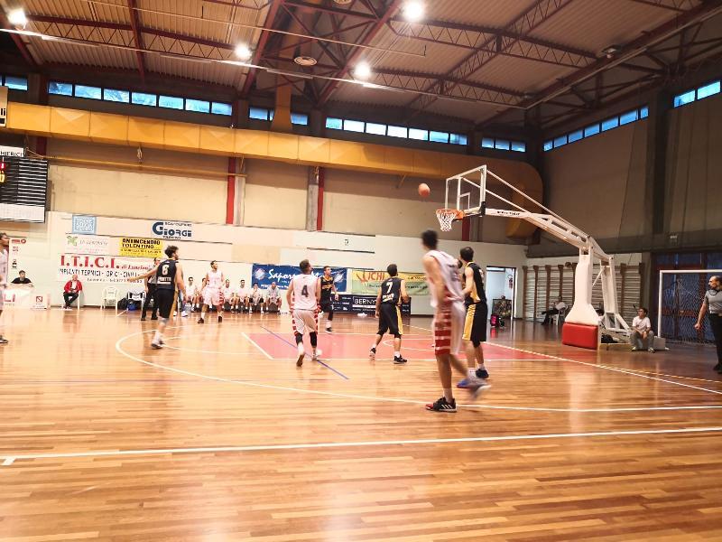 https://www.basketmarche.it/immagini_articoli/12-10-2019/basket-tolentino-supera-basket-club-fratta-umbertide-resta-imbattuto-600.jpg