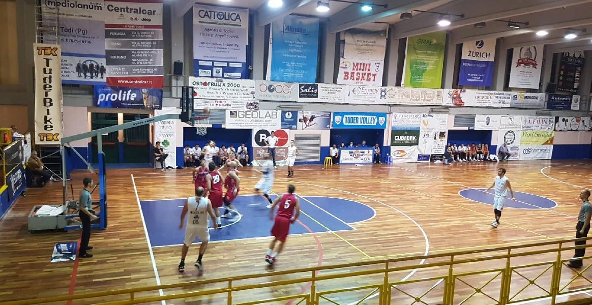 https://www.basketmarche.it/immagini_articoli/12-10-2019/pallacanestro-urbania-firma-colpaccio-campo-basket-todi-600.jpg