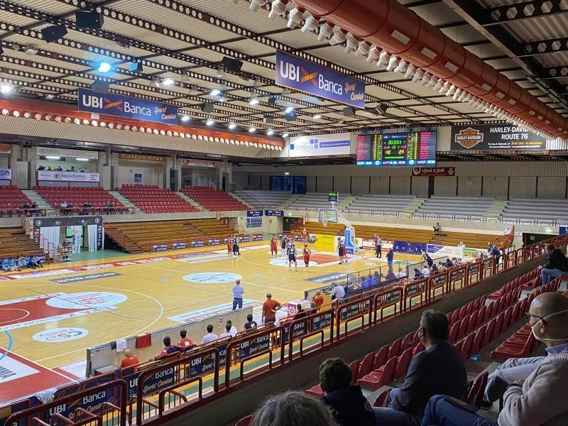 https://www.basketmarche.it/immagini_articoli/12-10-2020/pallacanestro-senigallia-bagna-pesante-esordio-supercoppa-jesi-600.jpg