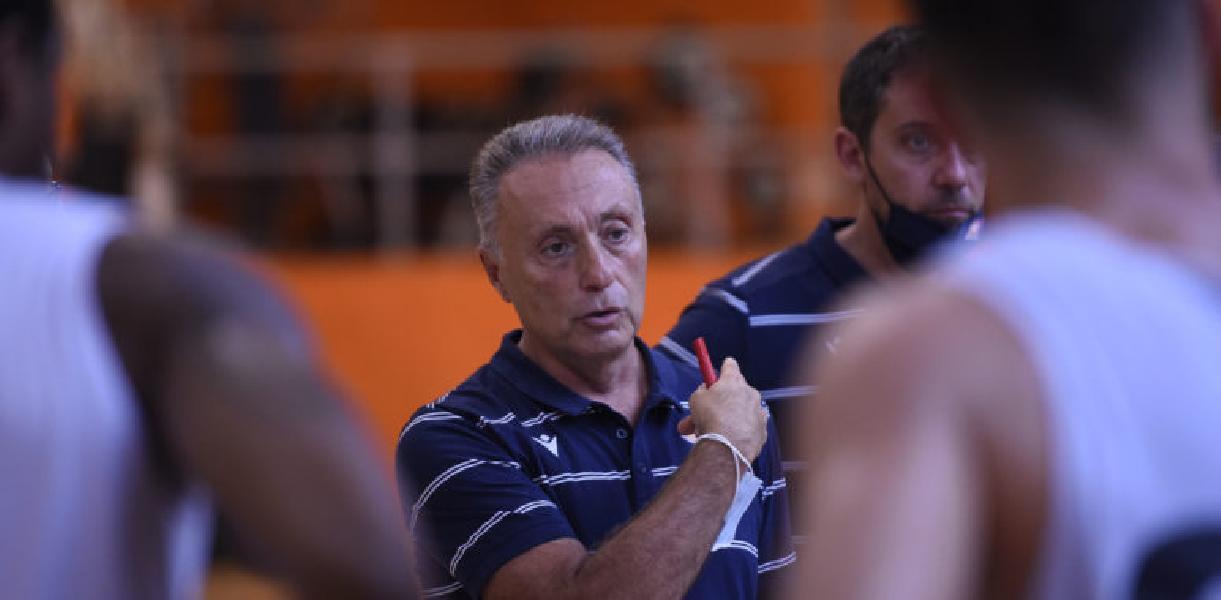 https://www.basketmarche.it/immagini_articoli/12-10-2020/roma-coach-bucchi-partita-difficile-ulteriormente-complicata-infortuni-robinson-hunt-600.jpg