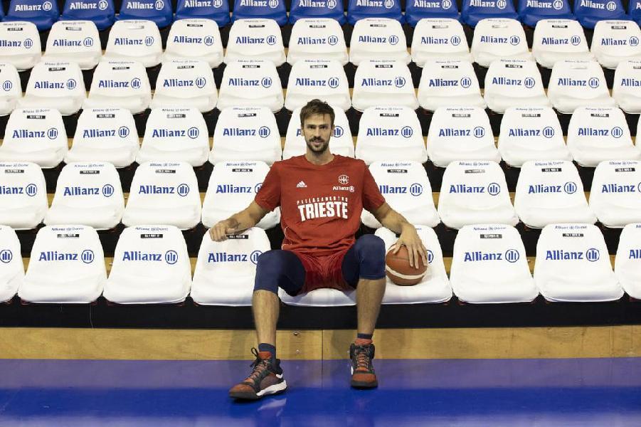 https://www.basketmarche.it/immagini_articoli/12-10-2020/ufficiale-marcos-delia-giocatore-pallacanestro-trieste-600.jpg