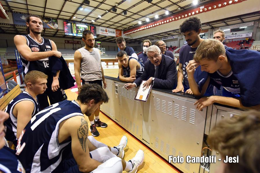 https://www.basketmarche.it/immagini_articoli/12-10-2021/aurora-jesi-coach-meneguzzo-siamo-mancati-dettaglio-applicazione-mentale-600.jpg