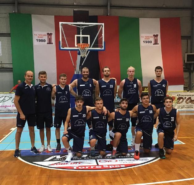 https://www.basketmarche.it/immagini_articoli/12-11-2018/basket-aquilano-beffato-campli-fronte-grande-pubblico-600.jpg