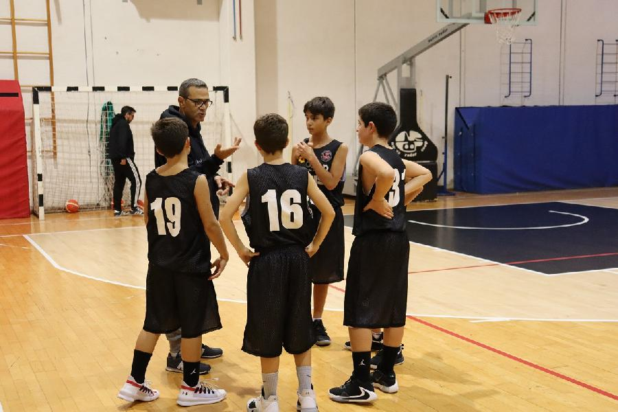 https://www.basketmarche.it/immagini_articoli/12-11-2019/alti-bassi-squadre-giovanili-robur-family-osimo-600.jpg