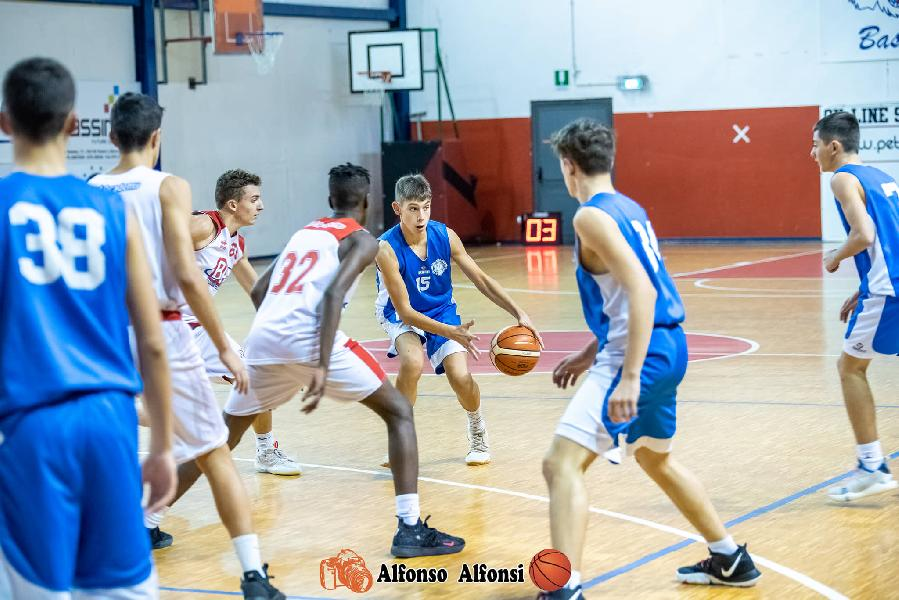 https://www.basketmarche.it/immagini_articoli/12-11-2019/under-pontevecchio-basket-supera-nettamente-basket-maceratese-resta-imbattuto-600.jpg