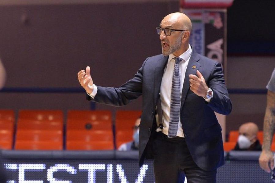 https://www.basketmarche.it/immagini_articoli/12-11-2020/brindisi-coach-vitucci-vittoria-importante-ottima-squadra-complimenti-visconti-600.jpg